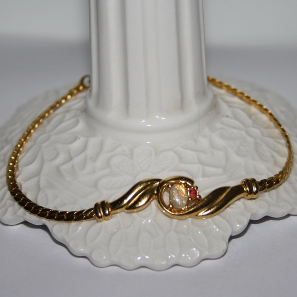 Vintage Jewelry - Beautiful vintage opal and gold bracelet 8 inches